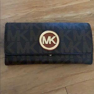 Michael Kors wallet.  Great condition!!!